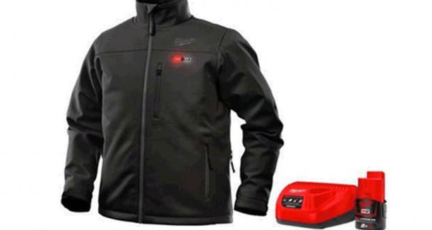 Une veste chauffante Milwaukee M12 AXIS
