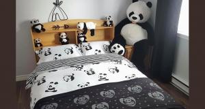 Une housse de couette PANDA