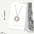 Un collier en argent sterling et en cristal