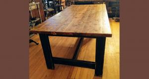 Une magnifique table offerte par Antique 3A
