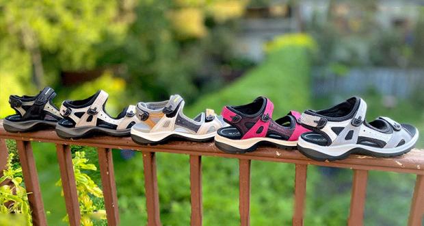 Une paire de sandales Ecco